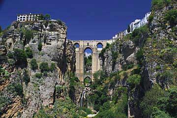 Der Panorama-Ausblick auf die Puente Nuevo in Ronda
