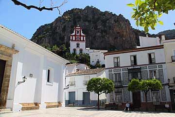 Der Plaza von Ubrique mit der Kapelle oberhalb
