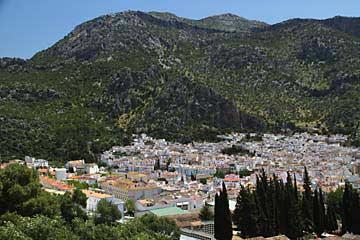 Ubrique liegt im Talkessel umringt von Bergen