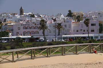 Blick vom Strand auf Conil de la Frontera