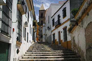 Eine Treppengasse in Jerez de la Frontera
