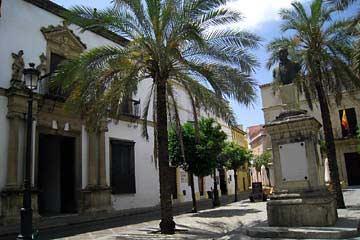 Am geruhsamen Plaza Rafael Rivero in Jerez de la Frontera