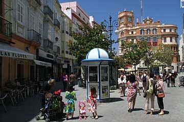 Am Plaza de las Flores in Cádiz