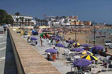 Die Strandpromenade La Caleta und Kurhaus in Cadiz