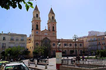 Der Plaza San Antonio mit gleichnamiger Kirche in Cádiz