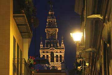 Die allgegenwärtige Giralda der Kathedrale von Sevilla