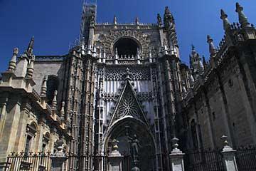 Die mächtige Kathedrale von Sevilla