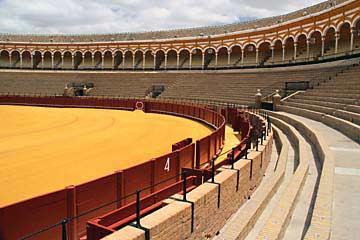 Das Rund der Stierkampfarena Plaza de Toros in Sevilla