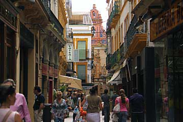 Enge Gassen in der Altstadt von Sevilla
