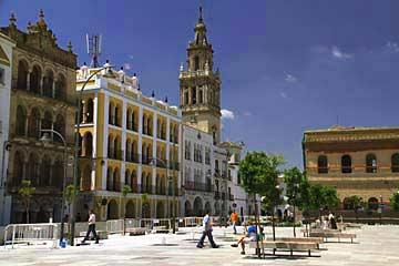 Der zentrale Platz Plaza de España in Ecija in Andalusien