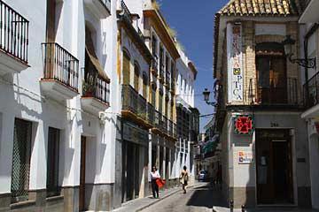 Entlang der Calle Santa Cruz in Écija