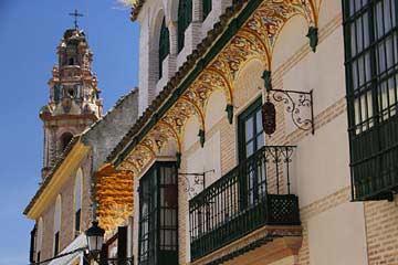 Das mit Ornamenten geschmückte Hotel Palacio de los Granados in Écija