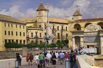 Die Mezquita und die Puerta del Puente Romano