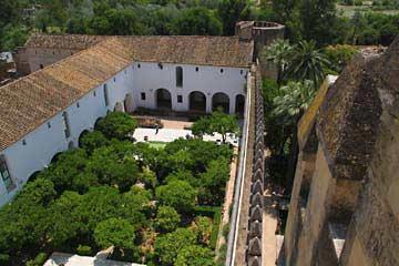Ein Innenhof im Alcázar von Cordóba