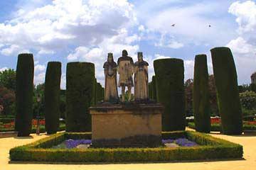 Die Statuen von Ferdinand und Isabella mit Christoph Columbus