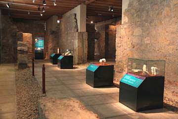 Die Ausstellung in den Räumlichkeiten der arabischen Bäder von Cordóba