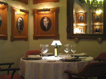 Das Interieur des Restaurants Bodegas Campos in Cordóba