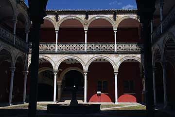 Der Patio vom Palast Casa de las Torres in Úbeda im Norden von Andalusien
