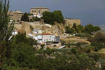 Entlang der Stadtmauer von Úbeda in Spanien