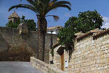 Die Stadtmauer von Úbeda beim Puerta de Granada