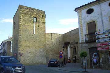 Der Torre de la Puerta de Úbeda in Baeza