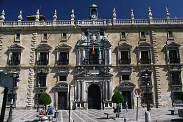 Am Plaza Nueva in Granada in Andalusien