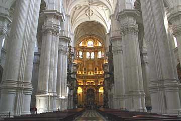 Das Hauptschiff der Kathedrale Santa María de la Encarnación in Granada