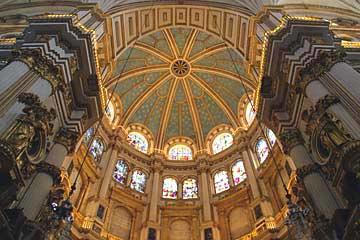 Die gigantische Kuppel der Kathedrale zu Granada