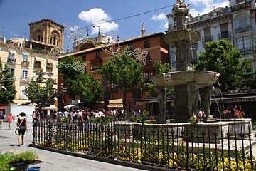 Das Plaza de Bib-Rambla mit Blick auf die Kathedrale in Granada