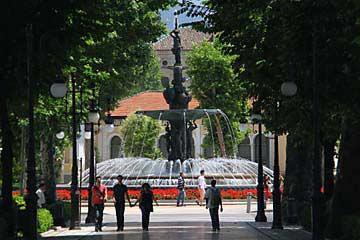 Der Fuente de las Granadas auf der Carrera del Genil