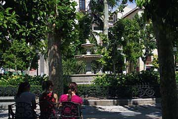 Am romantisch verspielten Plaza de la Trinidad