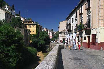 Die Paseo de los Tristes ist der Fußweg zur Alhambra