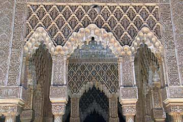 Ein unglaubliche Vielfalt an Verzierungen im Nasridenpalast der Alhambra