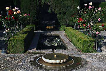 Wasserspiele im Neuen Garten der Alhambra