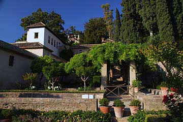 Ein Teil der wunderschönen Gartenanlage Generalife in der Alhambra