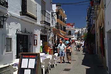 Die Fußgängerzone Calle Almirante Ferrándiza in Nerja