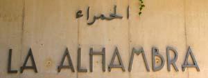 Der Eingang und Öffnungszeitden der Alhambra in Granada