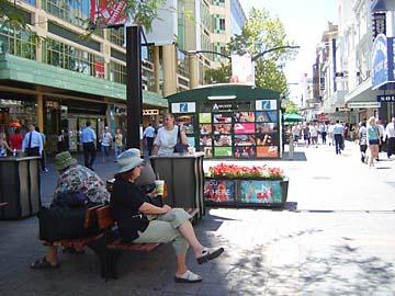 Die Rundle Mall in Adelaide lädt zum Shoppen und Verweilen ein