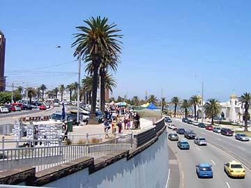 Die palmengesäumte St.Kilda-Promenade in Melbourne