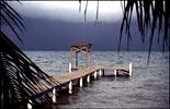 Anlegesteg an einem Strand bei Placencia in Belize
