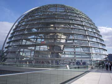 Kuppeldach über dem Plenarsaal