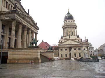 Gendarmenmarkt mit Schauspielhaus und Kirche