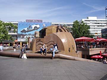 Der Weltkugelbrunnen am Breitscheidplatz