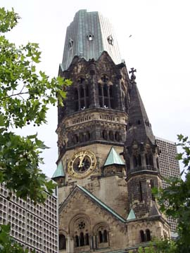 die Turmruine der Kaiser-Wilhelm-Gedächtniskirche