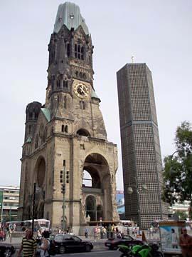 Gedächtniskirche mit achteckigem Turm