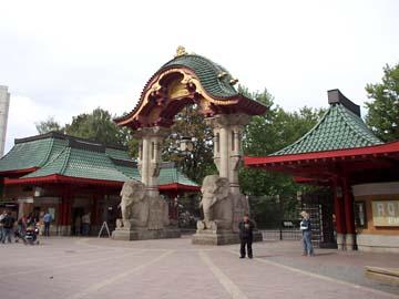 Das Elefantentor - Eingang zum zoologischen Garten