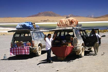 Es ist Essen gerichtet im Altiplano von Bolivien