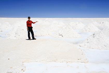 Salzabbau in der Salar de Uyuni in Bolivien