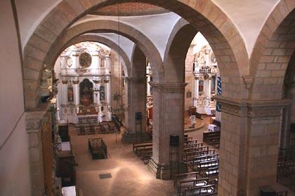 Das Kirchenschiff des Convento Museo San Francisco im bolivianischen Altiplano