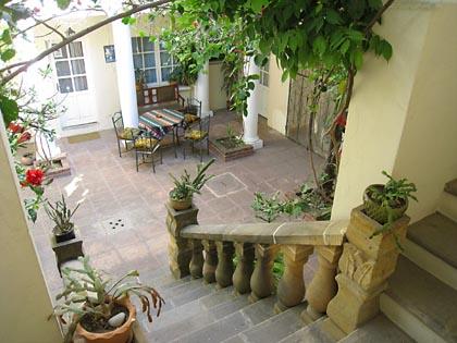 Der schöne Patio des Hostal Colon in Sucre
